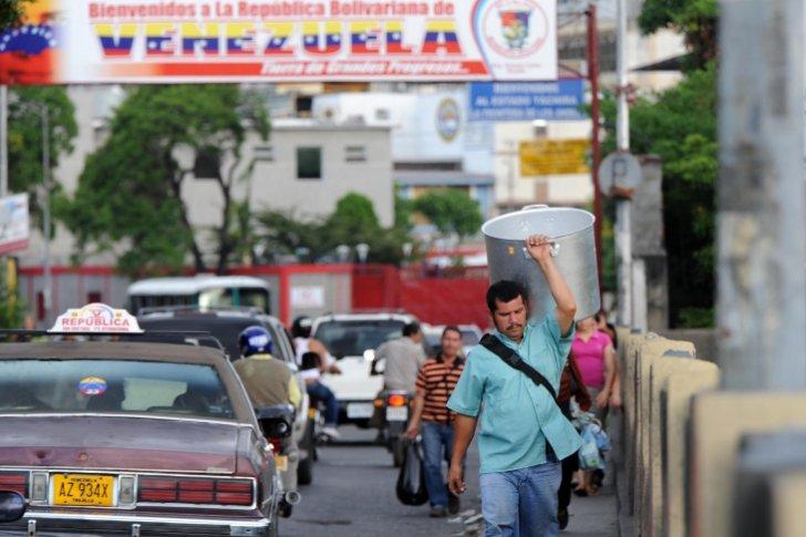 Así tratan a los venezolanos en Cúcuta,...