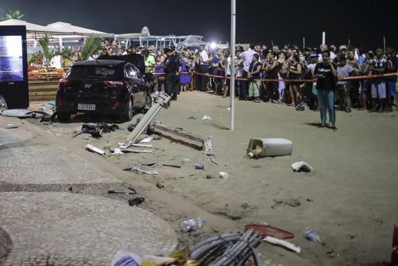 Motorista que feriu 16 e matou um bebê em acidente no Rio deixa a delegacia https://t.co/40eldlGNwK 📷 Antonio Lacerda/EFE/Direitos Reservados