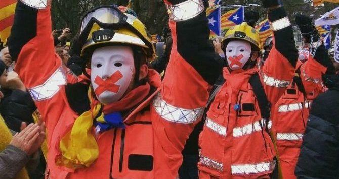 RT @iNDEPTrolls: Vergüenza!! Sois bomberos NO un cuerpo político al servicio del régimen!! #RepublicaNescafe https://t.co/1sFf2tf9BH