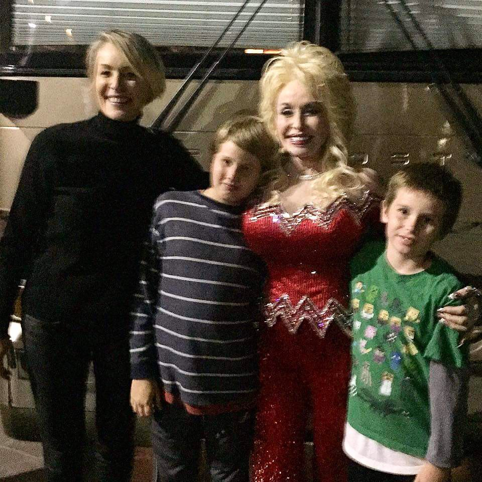 RT @sharonstone: Happy Birthday @DollyParton! Lots of love from me and the boys. ❤️ Sharon https://t.co/SSiyA8SKxC