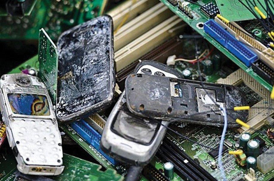 ¿Conoces los peligros de tirar el celular que ya no utilizas a la basura? https://t.co/g4CUAG0DiS https://t.co/hPXX5yHAOT
