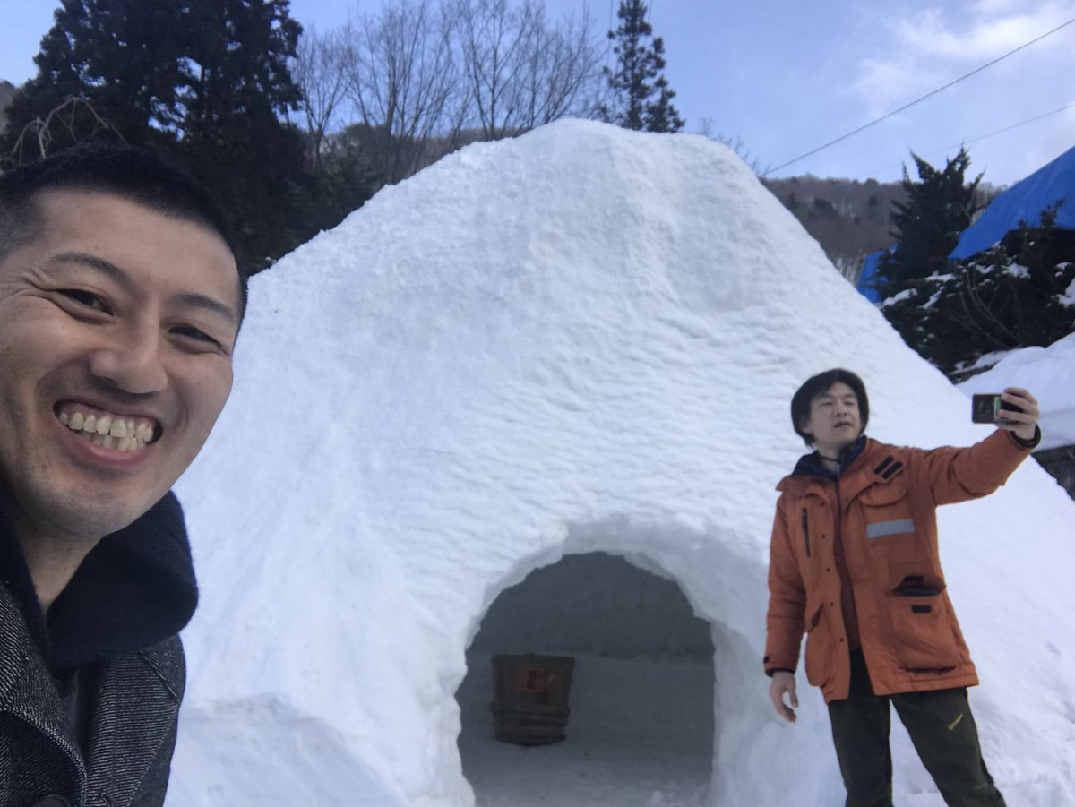 #白布温泉 のかまくらもオープン!デカい!高さ5mはある。 #立川こしら 師匠も大喜びです。 #近いよ米沢 #かまくら #米沢八湯