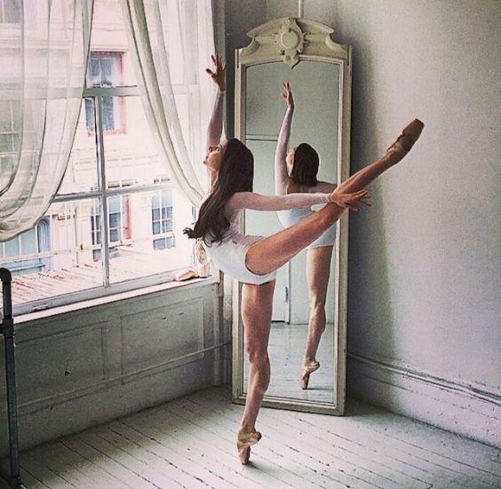 RT @Arting_2D: 발레 포즈 #발레 #포즈 #자료 #아트인지 #Ballet #Pose #Reference #ArtInG https://t.co/drGq44Umlr