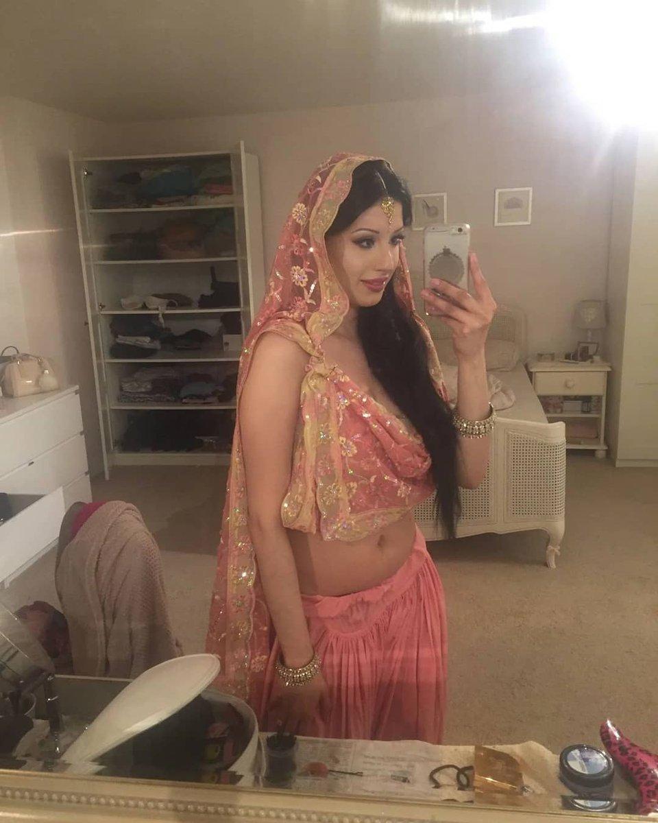 Speak this Sexy bhabhi hot saree topic