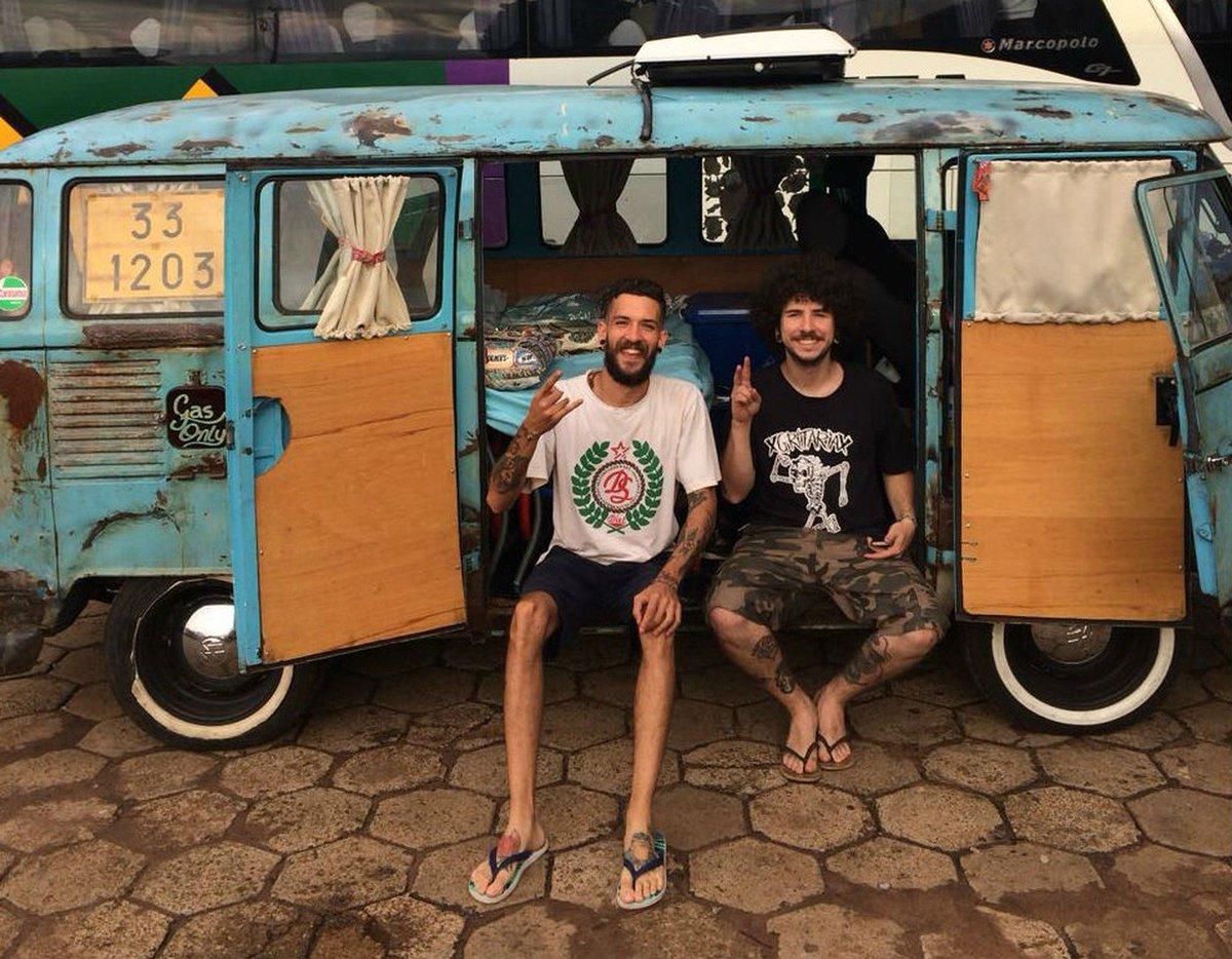 Amigos realizam sonho de infância e viajam pelo país com barbearia montada em Kombi https://t.co/Joe0K1hf4M #G1