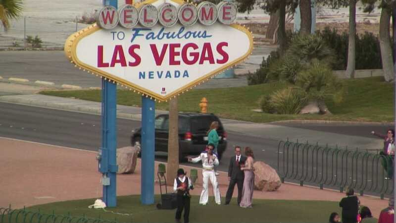 To Las Vegas Sign With Tourists Or Helping S Tie The Knot At Viva Wedding Chapel Http Www Earthcam Usa Nevada Lasvegas