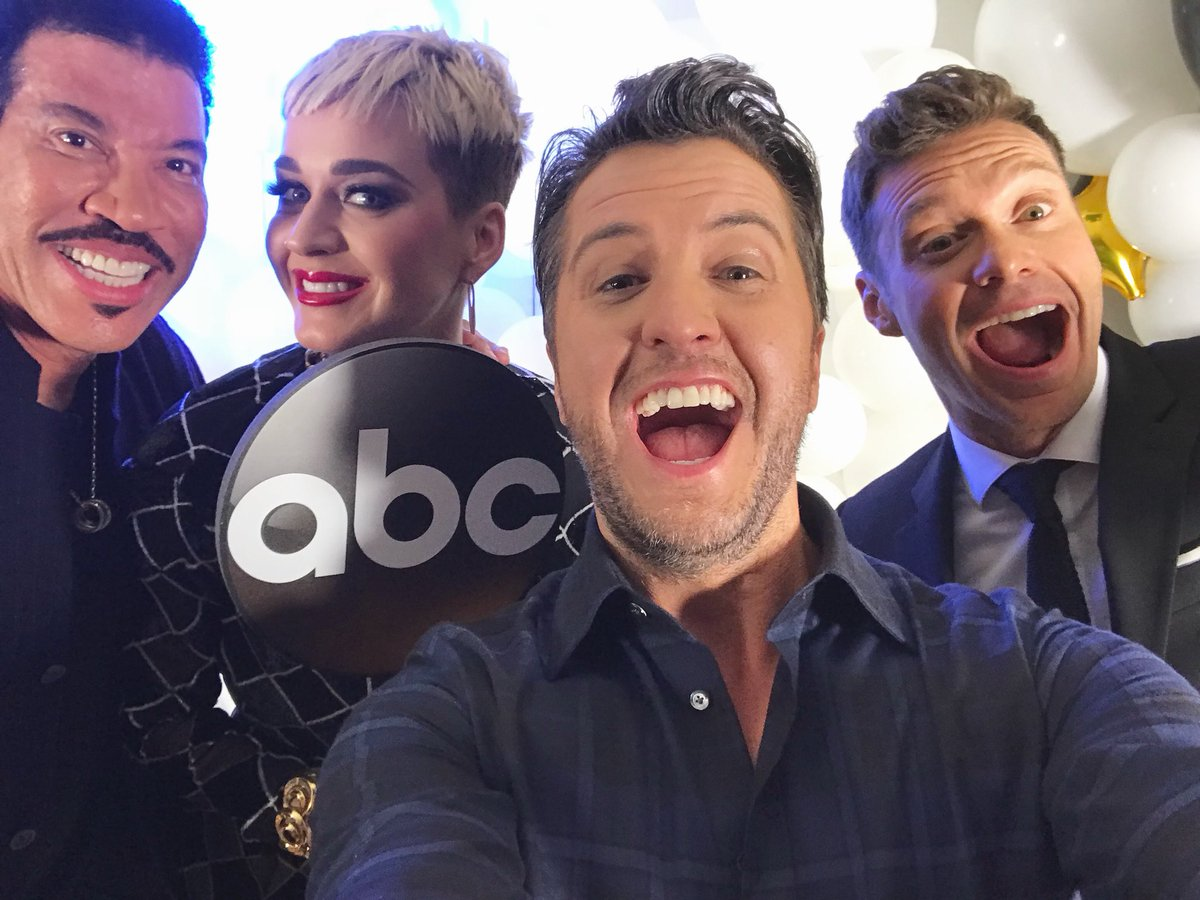 RT @AmericanIdol: Dim the lights...here we go! #AmericanIdol premieres Sunday March 11 on ABC! https://t.co/gYmfPBAxgq
