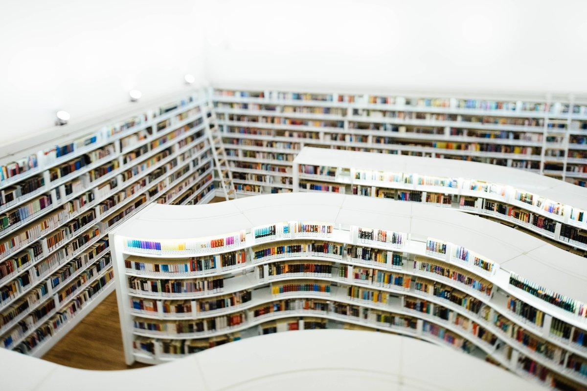 RT @edit_planeta: «El mundo está lleno de libros preciosos que nadie lee», Umberto Eco (1932-2016). #Citas #Lectura https://t.co/uny6Wf3bKQ