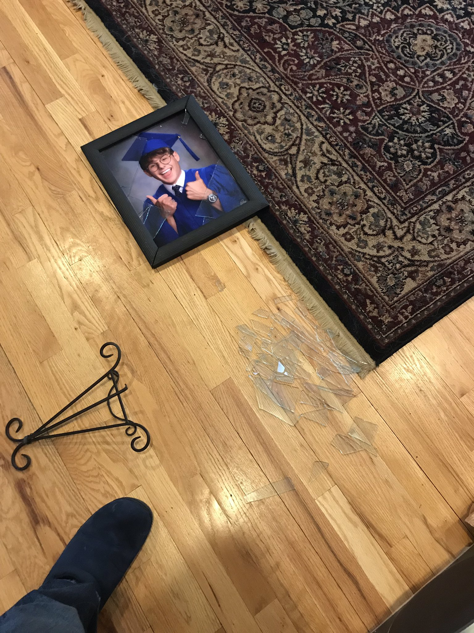 he smashed a photo of me. not sure if this means he misses me or hates me. https://t.co/orCLkXAzPO