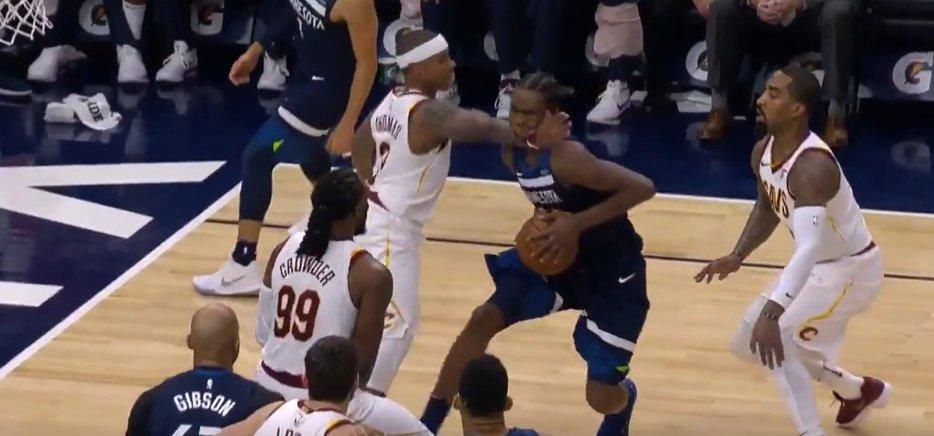 【影片】這球實在太不理智!小Thomas鎖喉Wiggins後,ESPN的解說員都看不下去了:這和殺人沒區別!