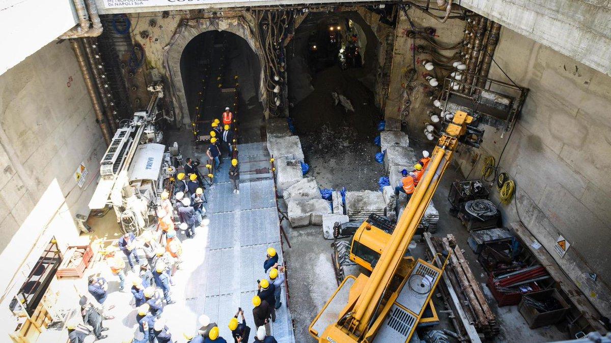 Napoli, i nuovi treni per la metro non entrano nel tunnel #Napoli https://t.co/npcGJoohF7