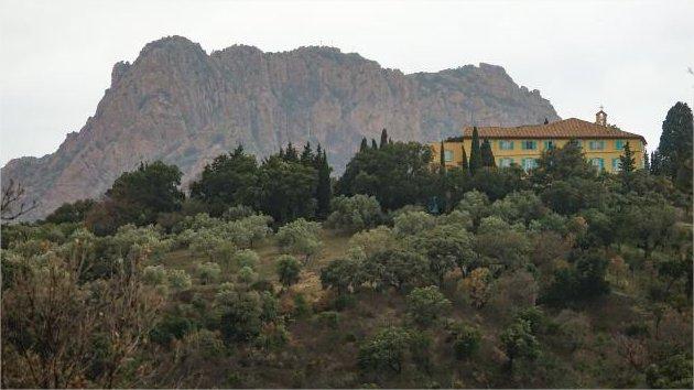 🔴Affaire de Ligonnès. La police intervient en ce moment dans un monastère du Var https://www.ouest-france.fr/faits-divers/affaire-de-ligonnes/affaire-de-ligonnes-la-police-intervient-en-ce-moment-dans-un-monastere-du-var-5489655…