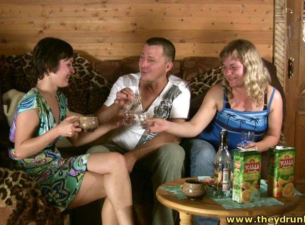 русские пары играют на раздевания и трахаются видео тельца