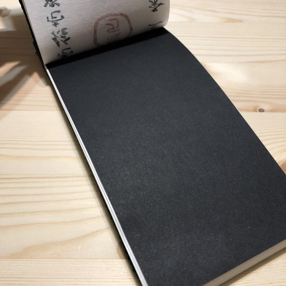 表紙が納得いかず、作り直してリアル刀帳改完成です! 表紙は丁度良い和紙がなかったのでちりめん貼り。亀甲綴じ(もどき) 中身はこんな感じで男士一人一人に名前を書いてもらってます。  #リアル刀帳