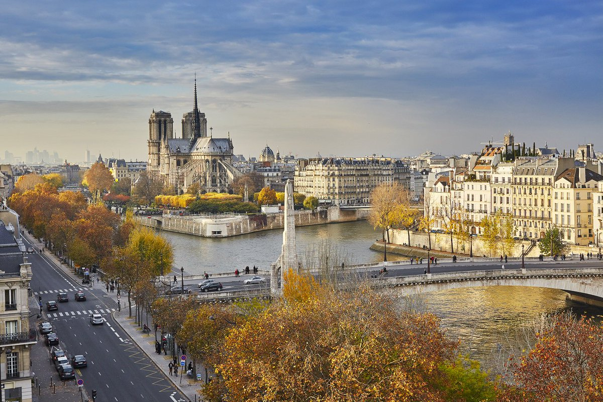Visiting the city of lights in 2018? Find out what's happening in Paris when you're coming to town! https://t.co/lrfQPHG9b4 https://t.co/RPugifJeHG