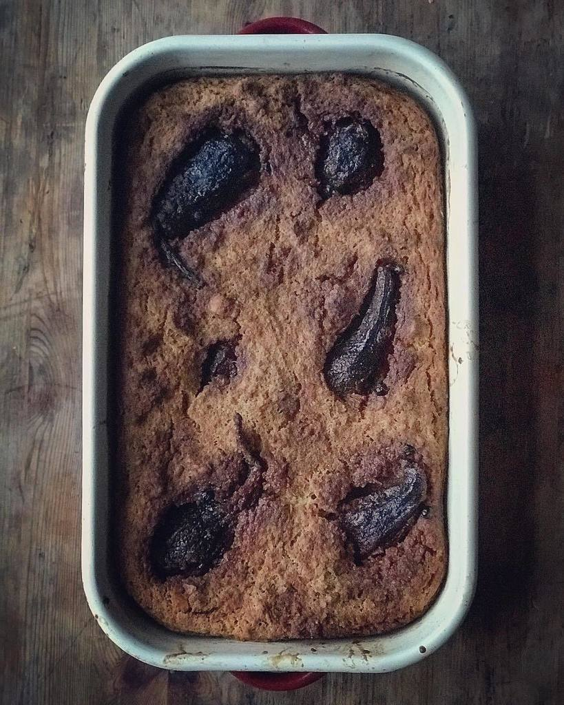 Brown food is do hard to photograph. This is pear and whisky bread pudding My nanny Savino used to sell squares of bread pudding, toffee apples & woodbines from the front door of her Council flat in Holloway. This is the wartime British bread pudding. I'… https://t.co/xdwlF9bVVU