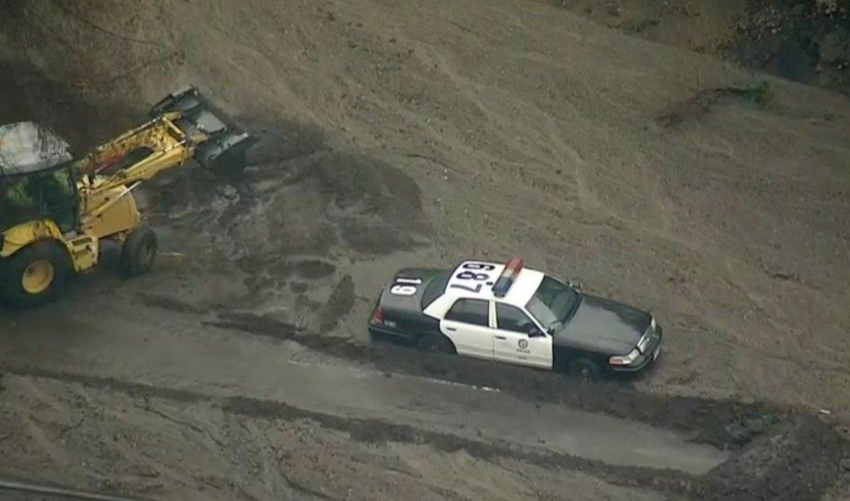 Floods and mudslides hit Montecito California DTHHdo0VoAASolw