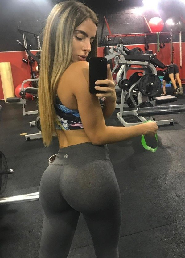 Sexy ass at the gym