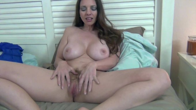 Hot vid sold! Good Grades Incentive. Get yours here https://t.co/WsQOPpE38a @manyvids #MVSales https://t