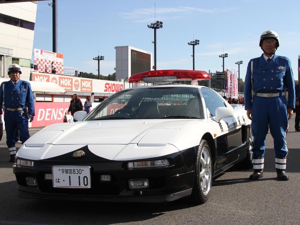 RT @HondaJP: 1月10日は #110番 の日。栃木県には #NSX のパトカーもあるんですよ^^ https://t.co/Fy5NirezUg