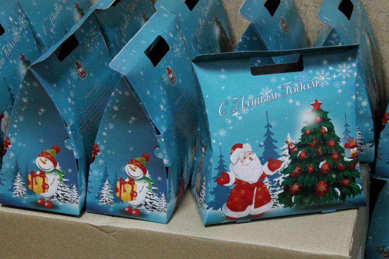 В примере 1 сотрудник за год получил подарки на сумму 4 руб.