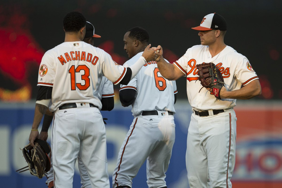 Manny Machado moving to shortstop full-time in 2018