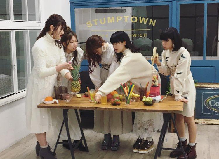 3rd album 「juice」 1/17 リリースまで あと!  🍍🍌6日🍌🍍  2月2日・3日…