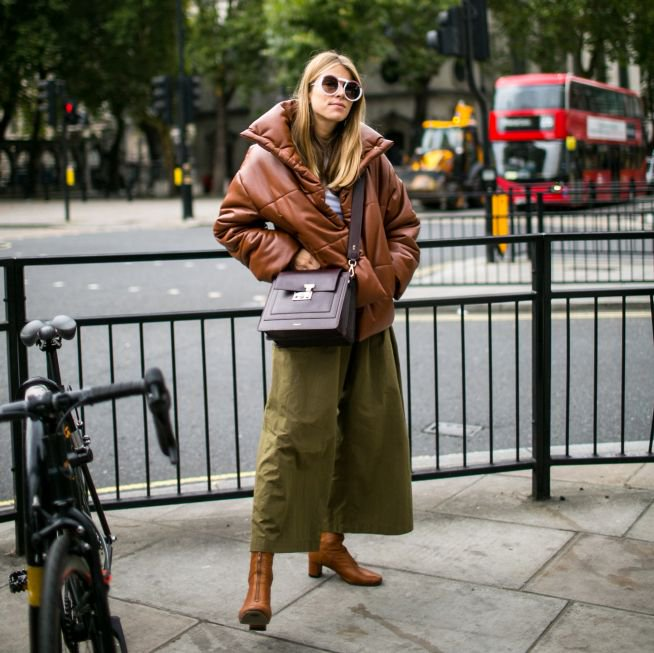 """Sportswear"" is no longer a trend! It's the ""model off duty"" uniform, the blogger uniform, the front row runway uniform. Puffer jackets, hoodies, and track suits are a fashion staple in 2018. #londonfashionweek #pufferjacket #sportswear #streetstyle #SS18 #fashiontrend https://t.co/Iwd3wdpmDZ"