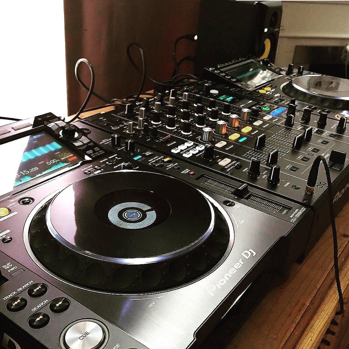 how to dj the ultimate guide to become a dj dj djing dj like pro