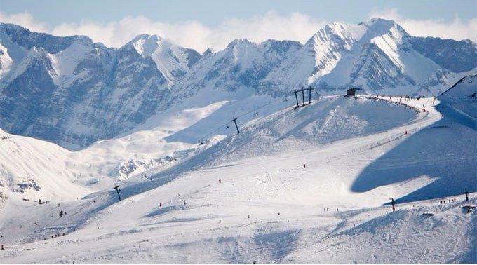 🏂¿Te gusta esquiar con tus hijos?👨👩👧👦 @Nevasportnos cuenta cómo disfrutar en familia de@AramonFormigal en este artículo https://t.co/49WRwi96Ml