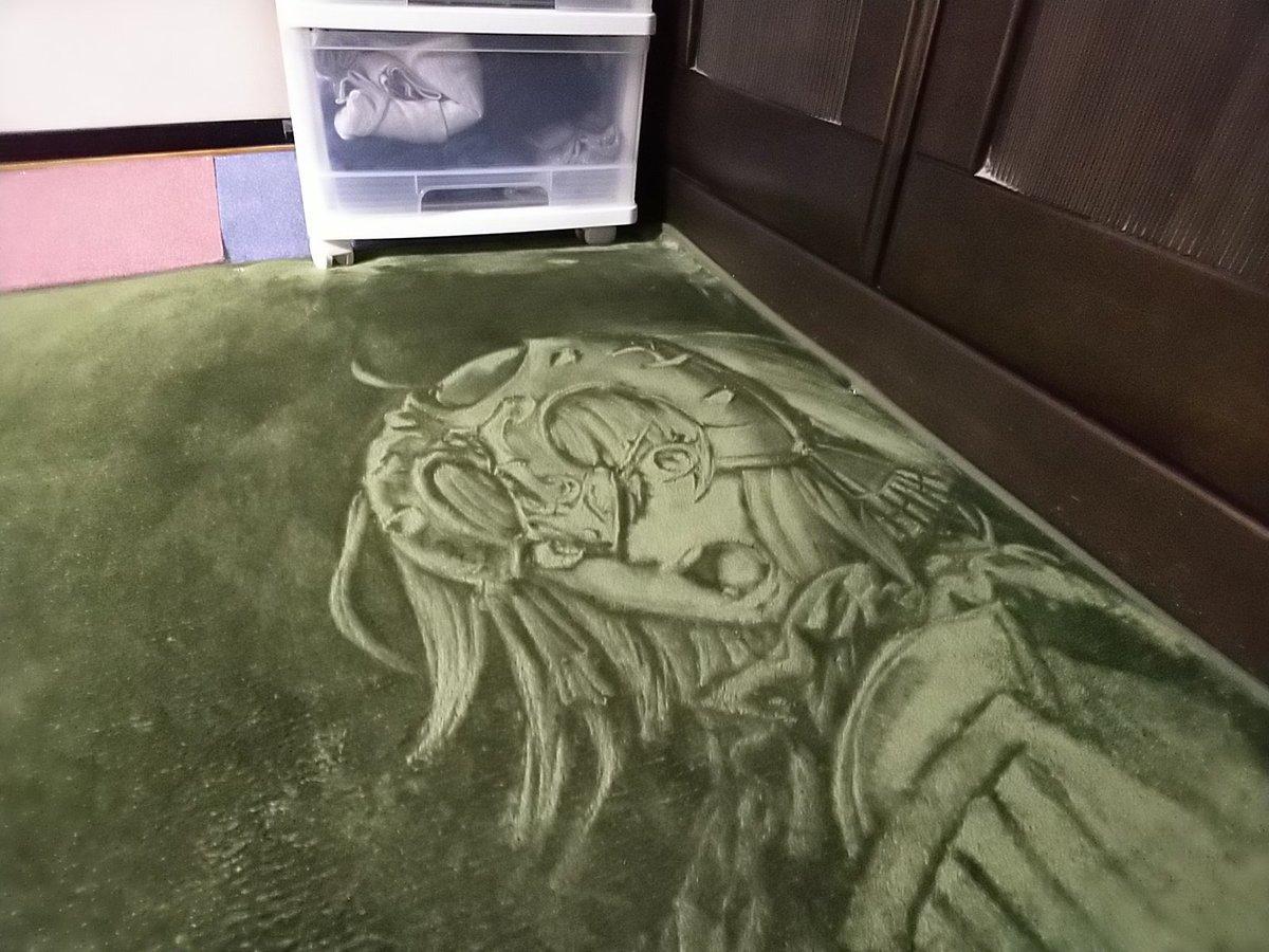 ガチャで出ないので、絨毯に描きました。最終的に楳図かずお風にしました