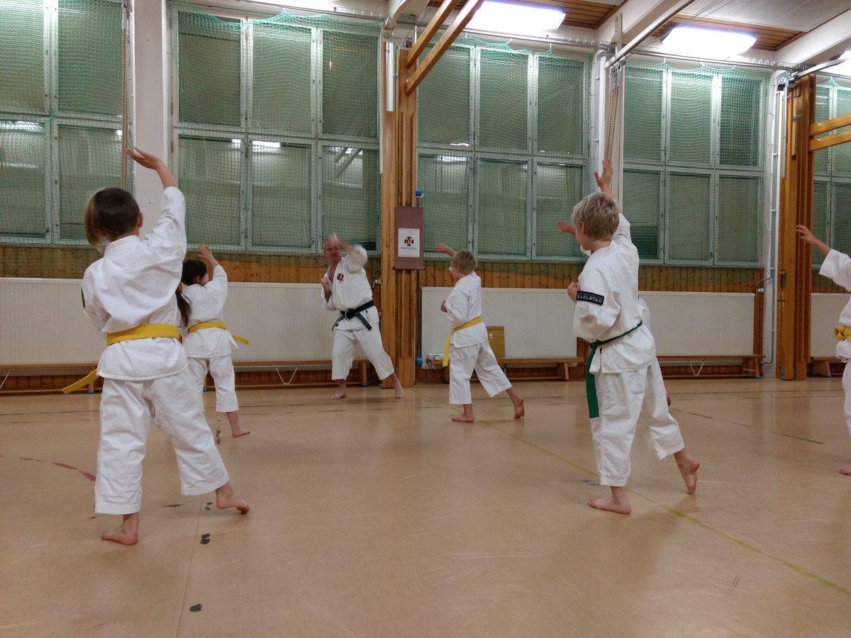 Idag börjar vårterminen! Passa på att ta med en kompis som vill testa att träna självförsvar.