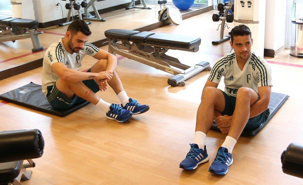 Jean passa por cirurgia no joelho e deve desfalcar Palmeiras por quatro meses: https://t.co/GibotG8vKh  #RedacaoSporTV