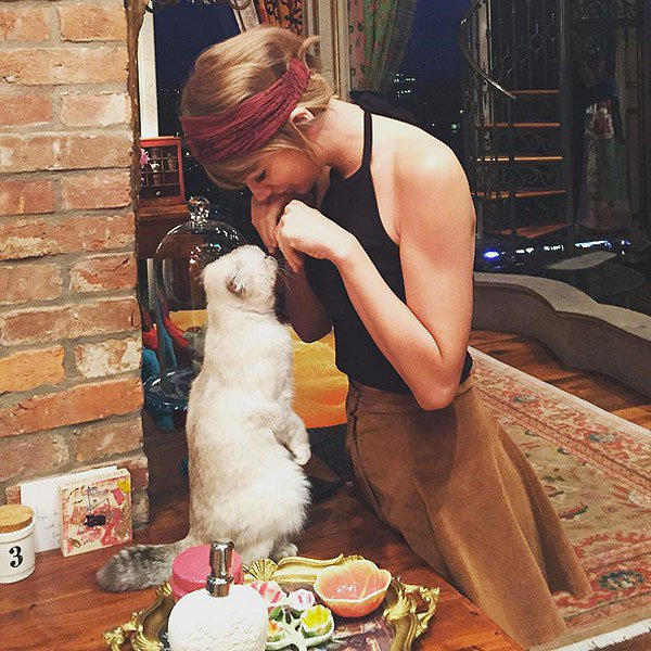 #Swifties! How cute is this photo of #Ol...