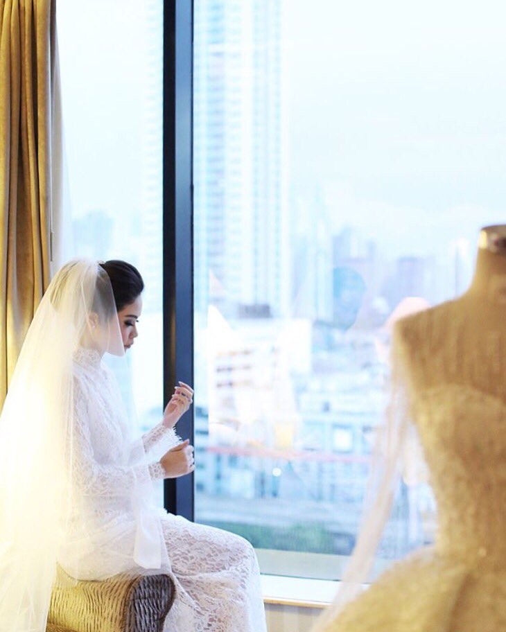 """""""A successful marriage requires falling in love many times, always with the same person""""  Photo Credit: @sheilooo #jwmarriottjkt https://t.co/PclPg1HeFs"""