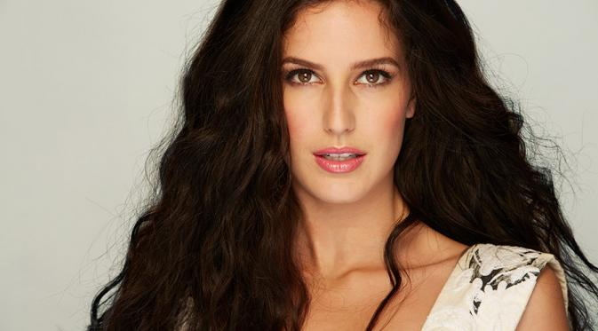 Isabelle Kaif  IMAGES, GIF, ANIMATED GIF, WALLPAPER, STICKER FOR WHATSAPP & FACEBOOK