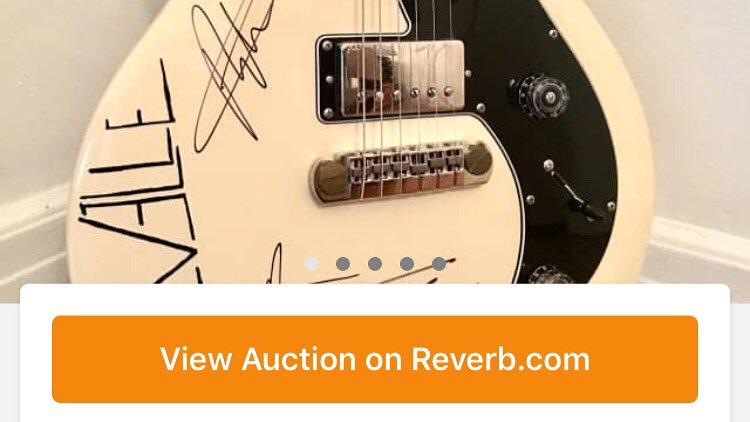 .@ChevelleInc donated a signed guitar to our @AHWFoundation @reverbdotcom store. Gear addiction can be a good thing! goo.gl/zcrd2j