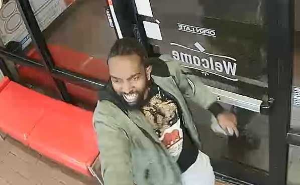 #WANTED Man uses pink and chrome gun to threaten pizza store employees https://t.co/jxsoUxsbNU