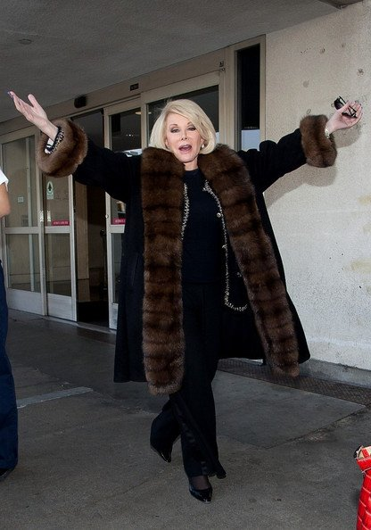 #TBT from @MelRivers: Mom flew in style. Caught by the paparazzi at the airport in 2012. https://t.co/dqJhEAAicP