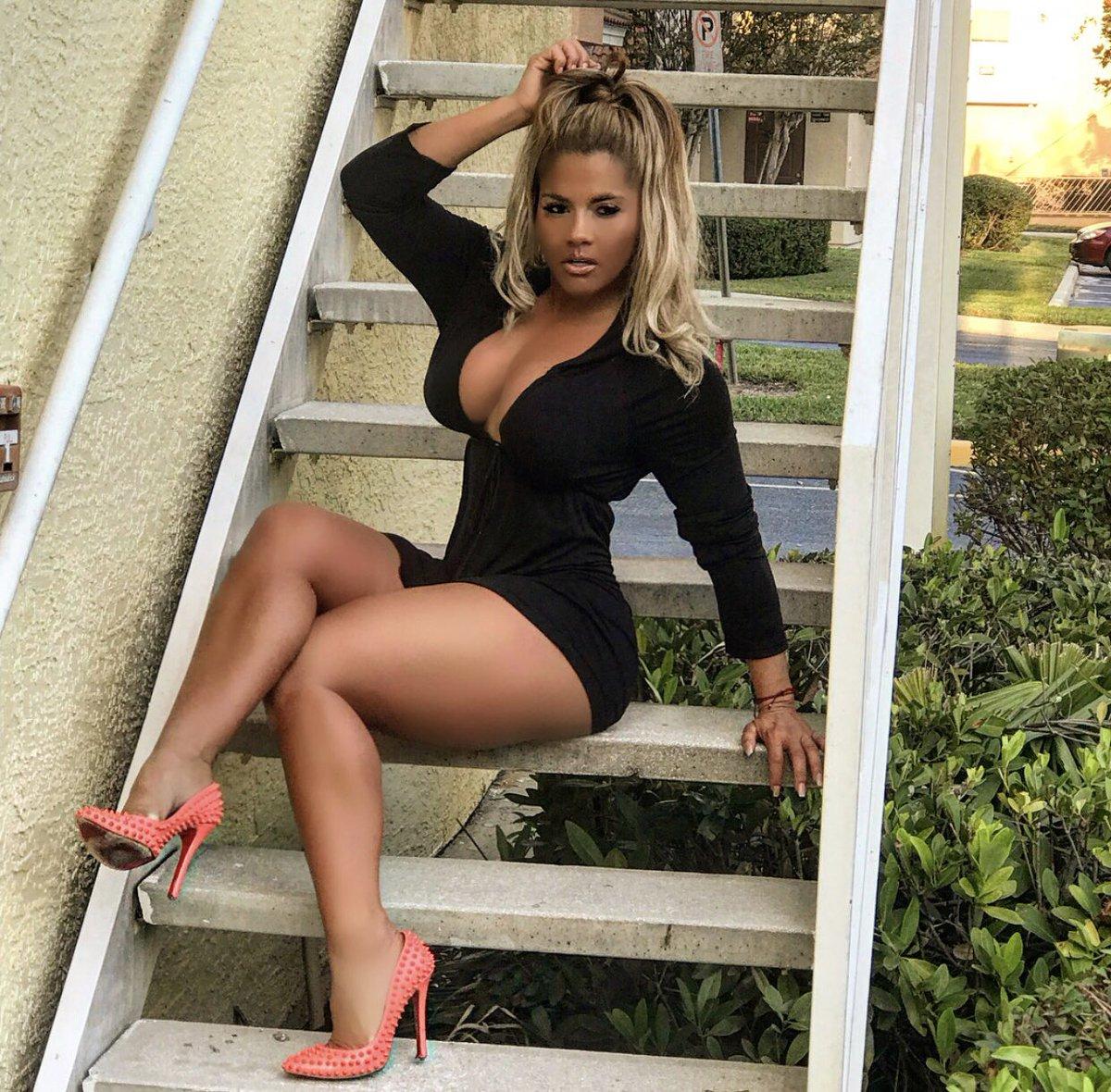 Maripily Rivera Nude Photos 32
