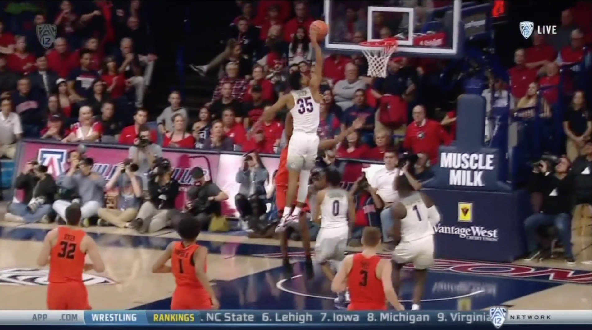 Arizona got the arena rocking with a pair of wild dunks within a minute of each other �� https://t.co/8B2pIVbpDY