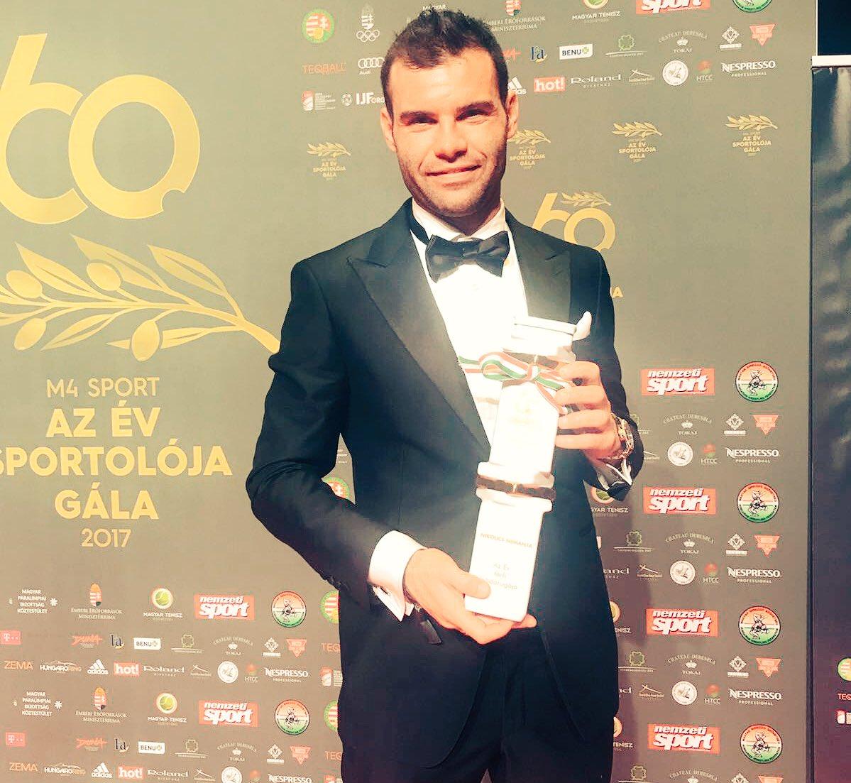 RT @niko_nemanja: With the award. 2017 best Hungarian football player. https://t.co/sJhAlAyEXn