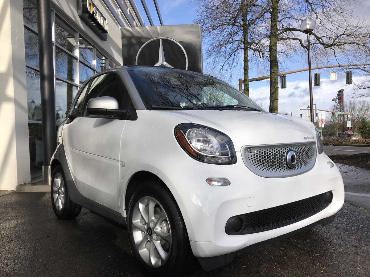 Our All New 2018 Electric Smart Stop On By The Dealership Smartcar Smartcenter Smartcenterportland Smartcenterpdx Portland Portlandoregon