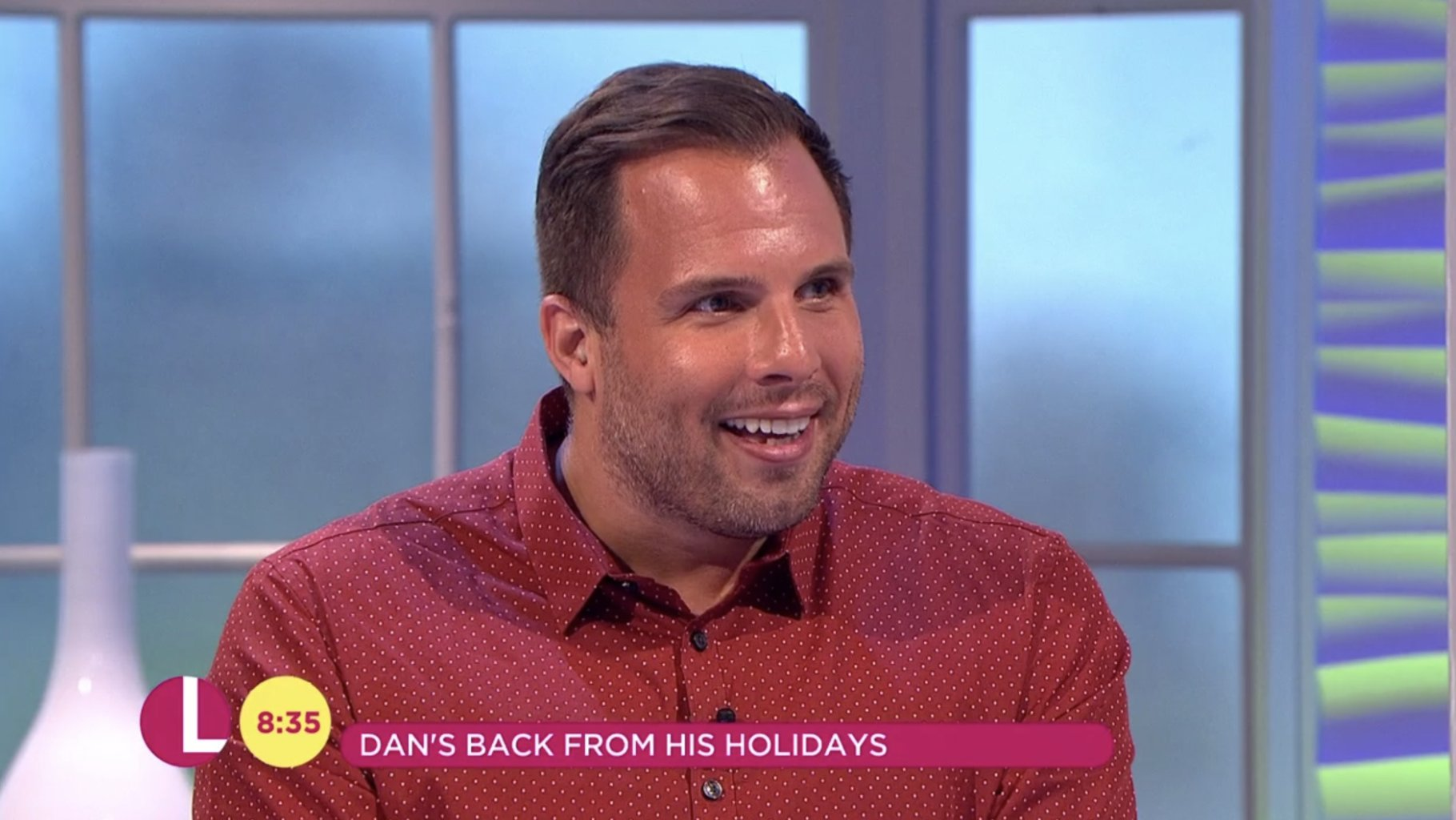 RT @ITVLorraine: .@danwootton's back from his holidays! And LOOK at that tan! 😎 https://t.co/tjHzk1LsSc