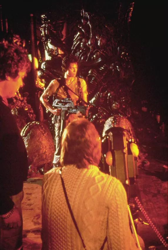On the set of #Aliens with Sigourney Wea...