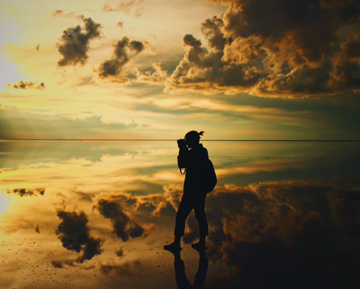 ウユニ塩湖に行ってきた。 ちょっと雲が多いけど、本当にリアル世界なのか天国なのかわからないほど美しい…