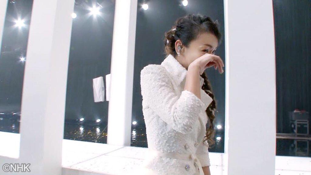 今週ベストアルバムの売上が200万枚を突破した安室奈美恵さん✨最後の紅白出演時の舞台ウラ映像㊙️をド…