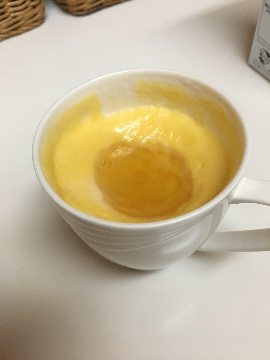 切り餅一つにカップの1/3よりすこし少ない牛乳入れてレンチンしたのに卵黄と砂糖入れて混ぜて生地が溢れ…