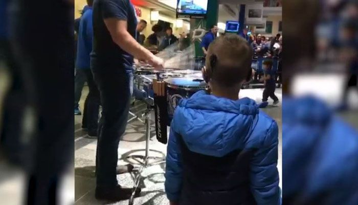 AWESOME: With the help of cochlear implants, this young boy is wowed by drums at his first NBA game. https://t.co/2StR7M5YRN