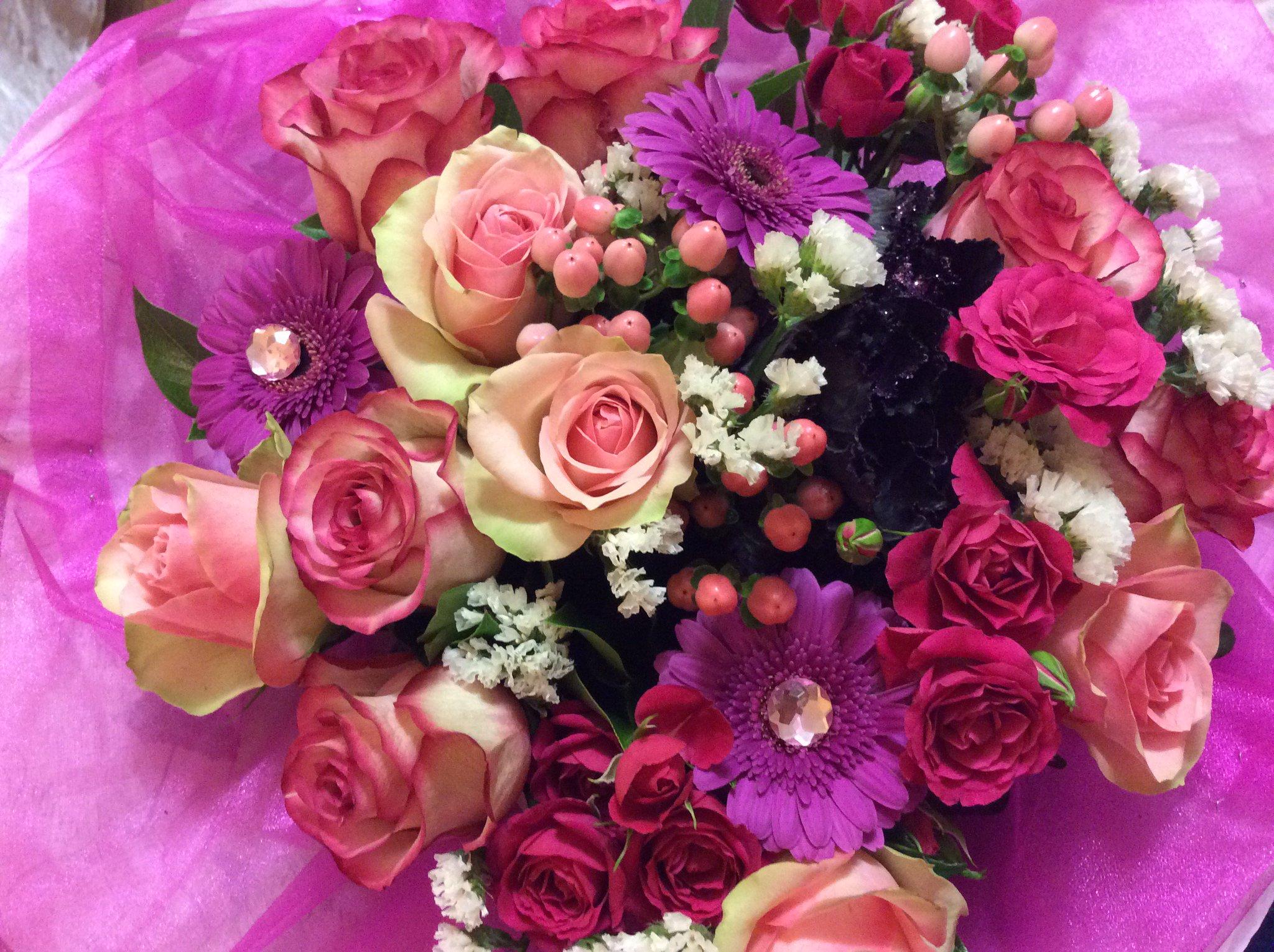 Надписью рада, букетики цветов картинки самой красивой женщине